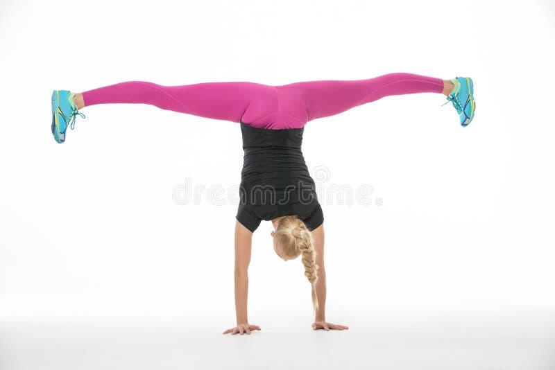 体操运动员女孩的锻炼 库存图片