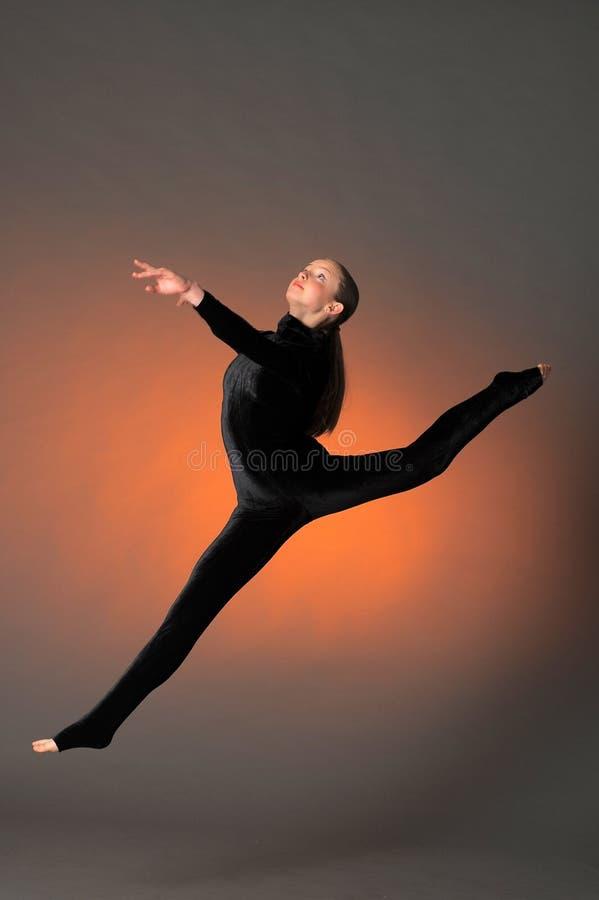 体操运动员跳 库存图片