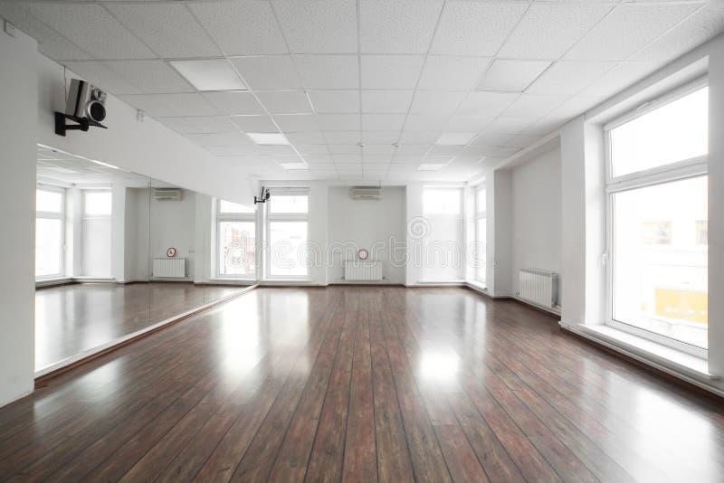 体育俱乐部的空的室 免版税库存照片