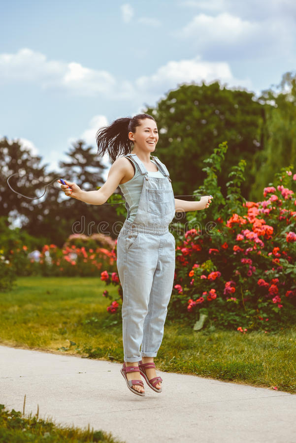 体育和活动生活方式概念 逗人喜爱的妇女 库存照片