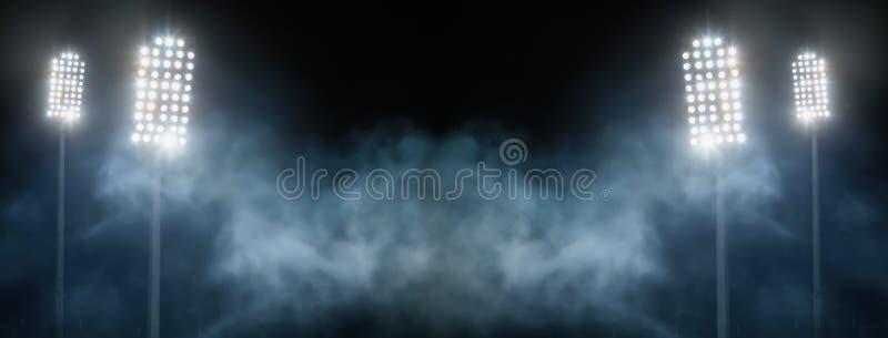 体育场光和烟反对黑暗的夜空 免版税库存图片