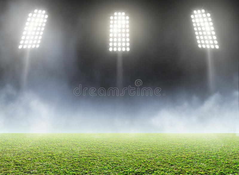 体育场室外探照灯照明 免版税库存图片