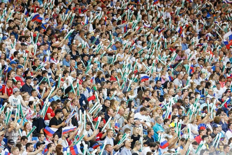 体育场爱好者完全地有很多在国家足球队的比赛期间 免版税图库摄影