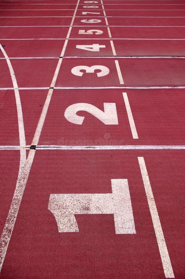 Download 体育场跟踪 库存照片. 图片 包括有 线路, 运动, 运输路线, 橡胶, 竞争, 五颜六色, 末端, 序列 - 22351244