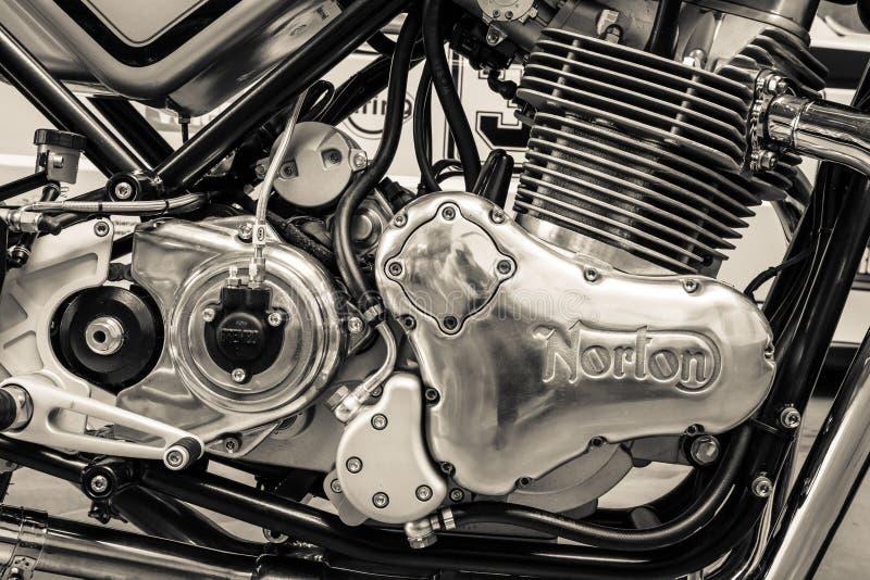 体育摩托车诺顿特攻队961咖啡馆竟赛者的引擎 免版税库存图片