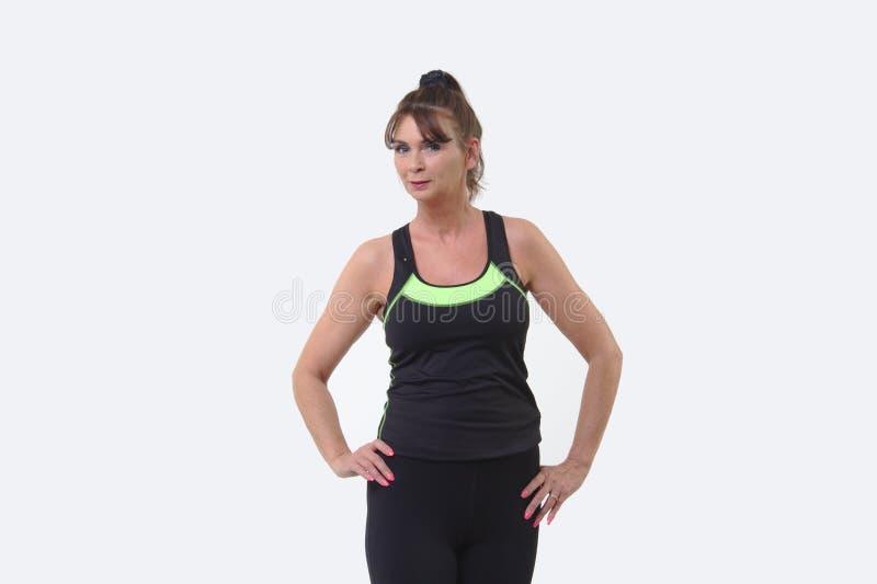 体育的可爱的中年妇女适应准备好行使 免版税库存图片