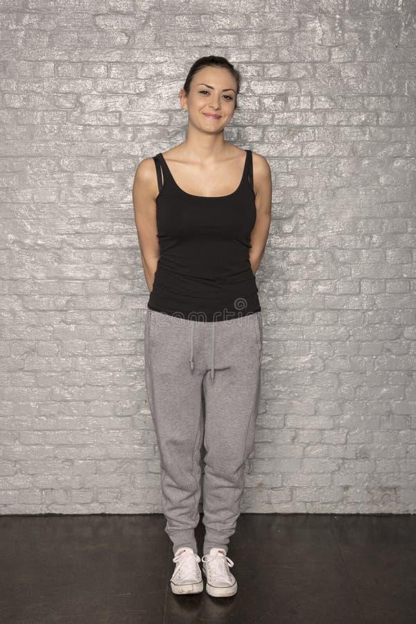 体育的妇女穿戴照片的姿势 免版税库存图片