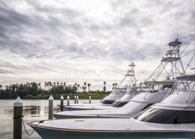 体育运动垂钓小船小游艇船坞 免版税图库摄影