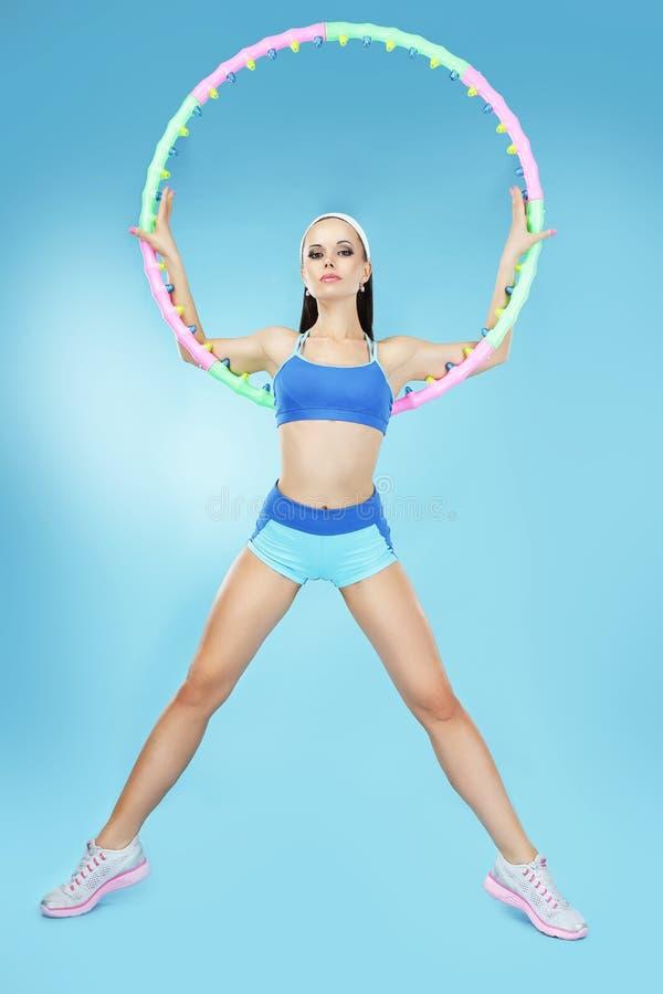 体育运动 有箍的活跃匀称女运动员 库存图片