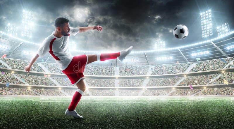 体育运动 踢球的专业足球运动员 有爱好者和旗子的夜3d体育场 球特写镜头概念穿上鞋子足球体育运动 阿克屯足球 免版税库存照片