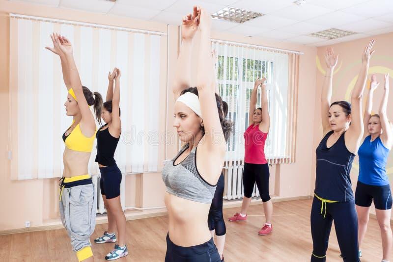 体育,训练anf健康生活方式概念 小组Caucasi 图库摄影