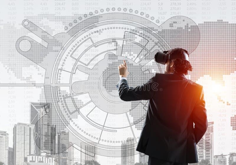 体验作为新理念的虚拟现实在事务的技术 混合画法 库存照片