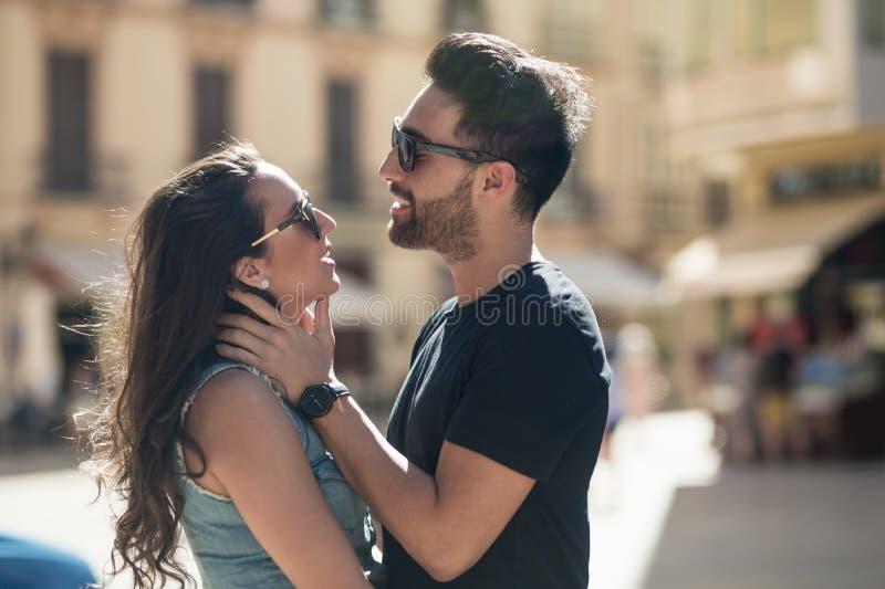 体贴接触他的女朋友的年轻人 免版税图库摄影