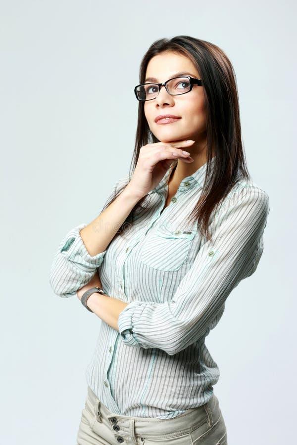 年轻体贴的女实业家佩带的玻璃站立 库存图片