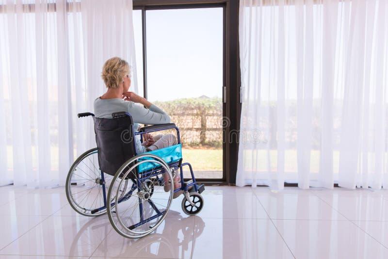 体贴的残疾妇女 免版税库存照片