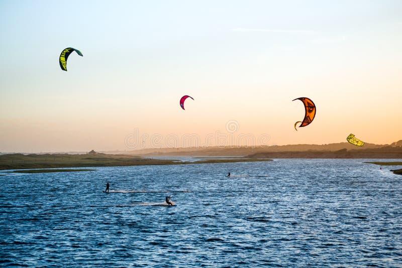 何塞伊廖齐,乌拉圭:在加尔松海湾的Kiters 免版税库存图片