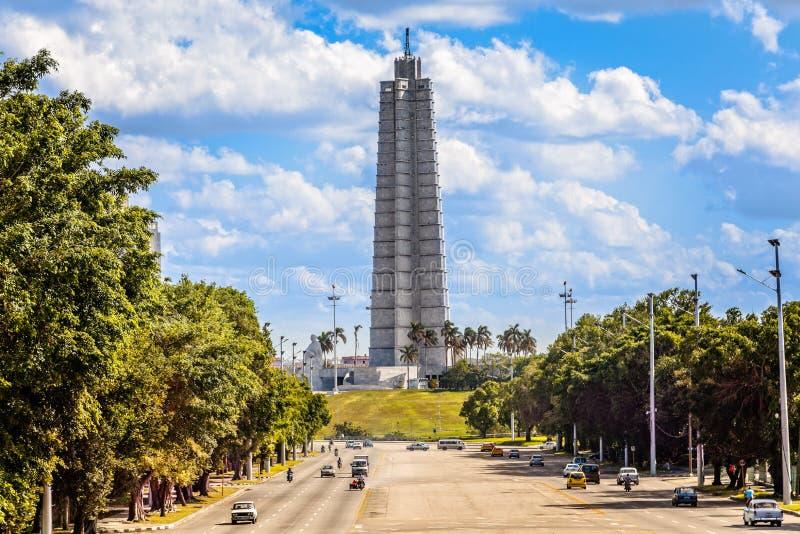 何塞马蒂与纪念碑、纪念塔和路wi的广场视图 免版税图库摄影