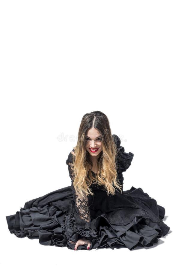 年轻佛拉明柯舞曲舞蹈家画象美丽的礼服的 免版税图库摄影