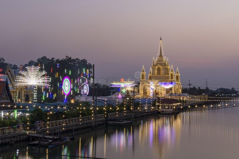 佛教仪式,寺庙,平衡照明设备和装饰光在佛教寺庙 图库摄影