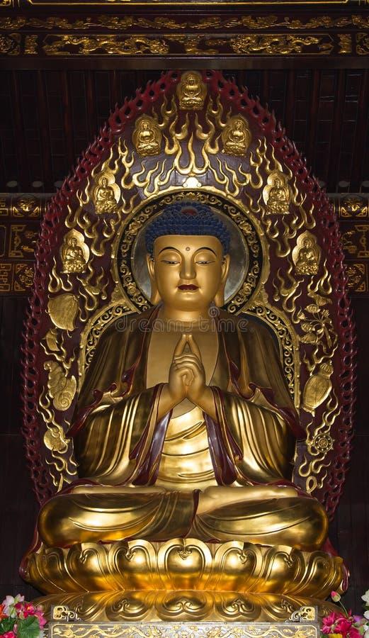 佛教寺庙.菩萨金黄雕象