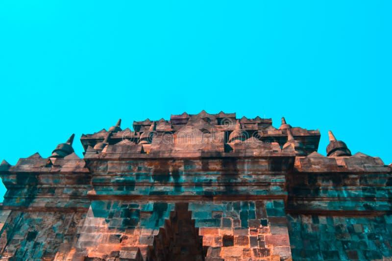 佛教寺庙在婆罗浮屠,印度尼西亚附近的Mendut 库存照片