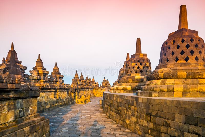 佛教寺庙复杂婆罗浮屠,日惹, jawa,印度尼西亚日出风景. 宗教, 背包.