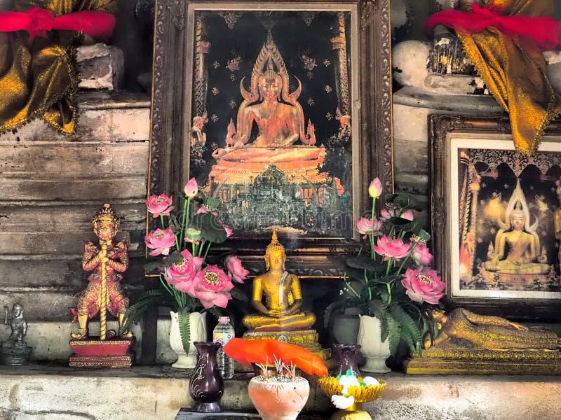 佛教法坛在一座古老塔 免版税库存图片
