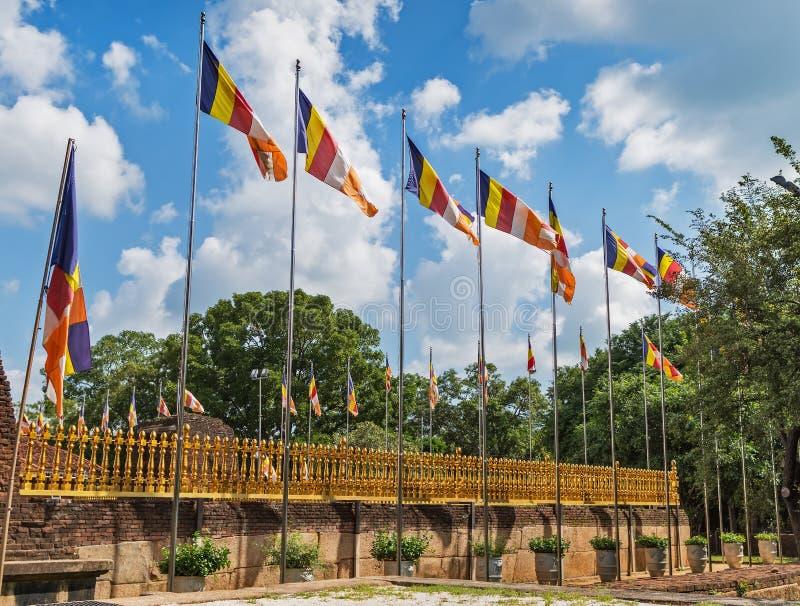佛教的正式旗子在风振翼 免版税库存图片