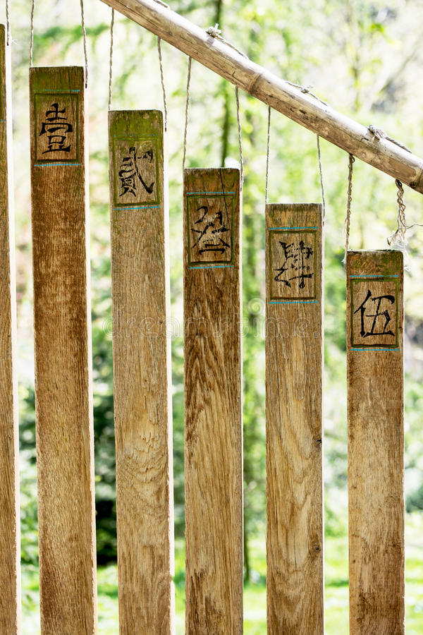 佛教编钟在庭院里 库存图片