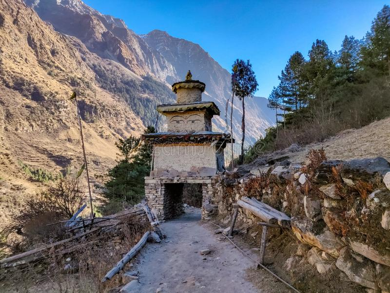 佛教门在尼泊尔的遥远的村庄 库存照片