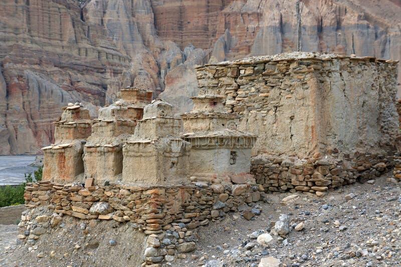 佛教chortens和废墟在途中对Chusang 库存照片