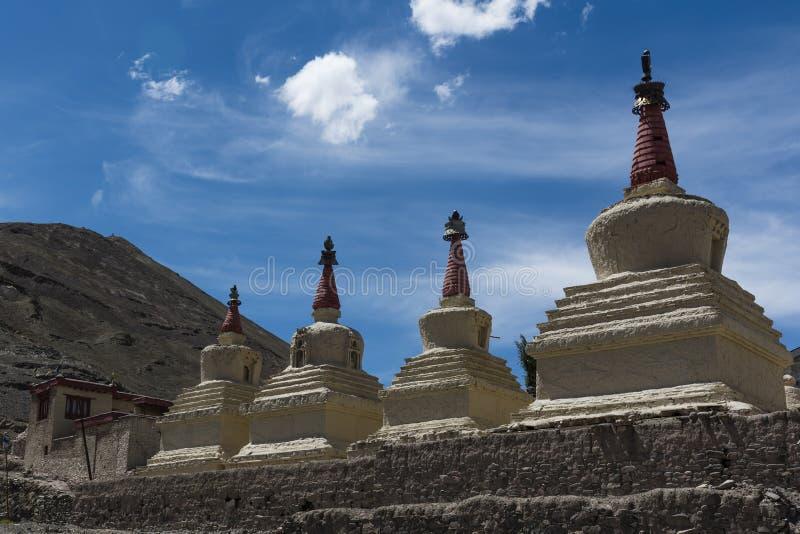 佛教chortens在拉达克,亚洲,印度 免版税库存图片