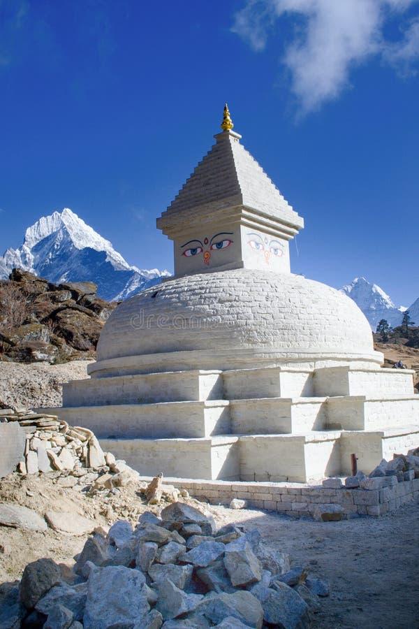 佛教stupa在喜马拉雅山,尼泊尔 库存照片