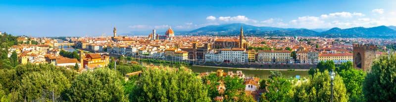 佛罗伦萨全景,意大利 从米开朗基罗公园正方形的令人惊讶的全景在佛罗伦萨旧宫和中央寺院大教堂 免版税库存照片