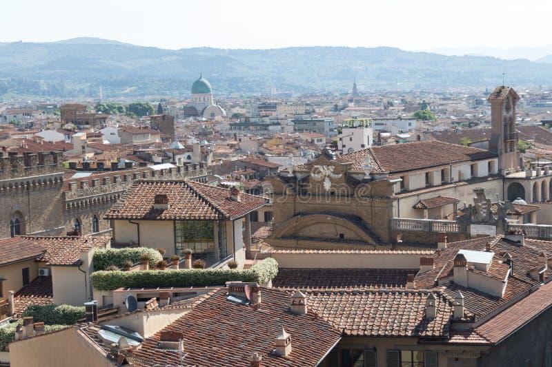 佛罗伦萨在一个晴天,托斯卡纳,意大利红色屋顶  库存图片
