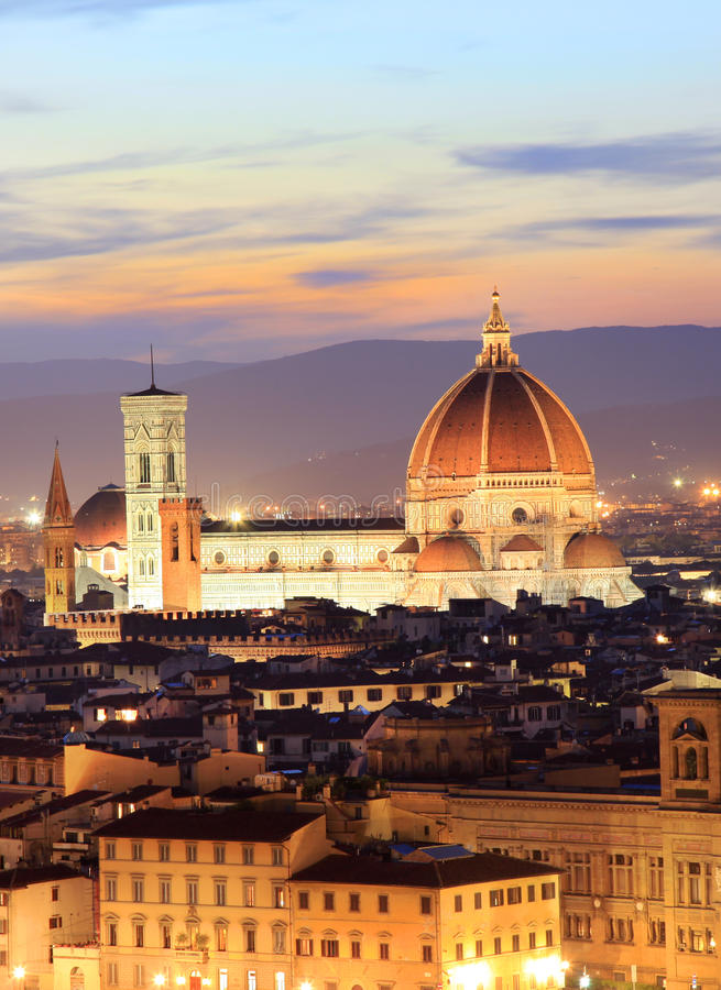 佛罗伦萨地平线在晚上,观看从Piazzale米开朗基罗 免版税库存图片