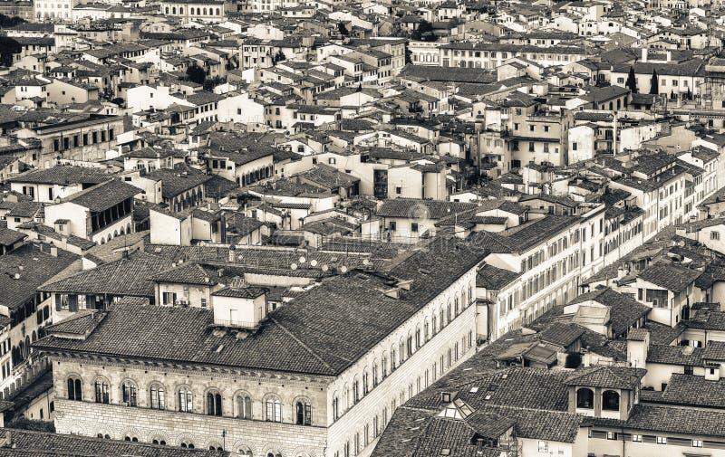 佛罗伦萨屋顶 在黄昏的美妙的中世纪城市地平线 免版税图库摄影