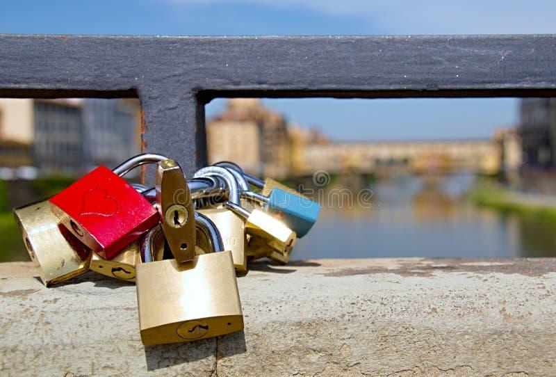 佛罗伦萨河岸视图 免版税图库摄影