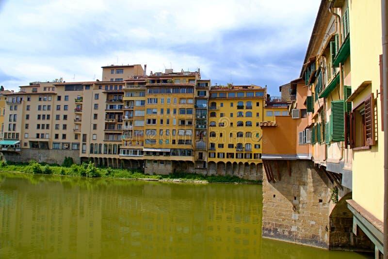 佛罗伦萨河岸视图 免版税库存图片