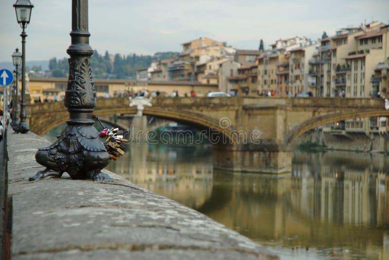 佛罗伦萨的堤防的看法 免版税库存照片