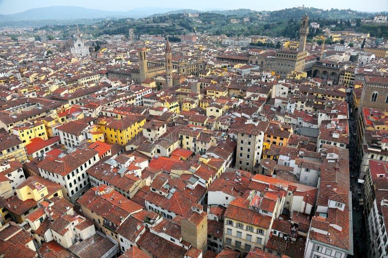 佛罗伦萨老镇空中全景从佛罗伦萨大教堂Il中央寺院二佛罗伦萨的顶端以拥挤房子为目的 库存图片
