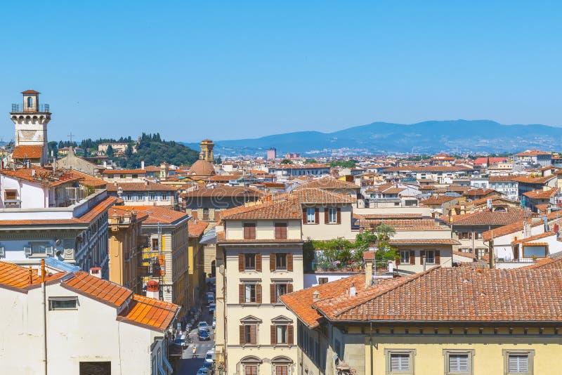 佛罗伦萨都市风景,以红色赤土陶器屋顶为特色 图库摄影