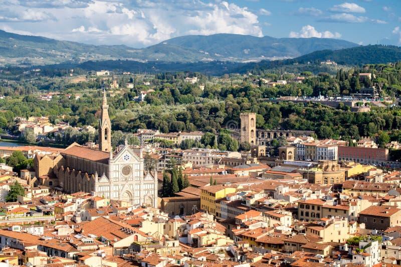 佛罗伦萨鸟瞰图以大教堂二三塔Croce为目的 库存照片