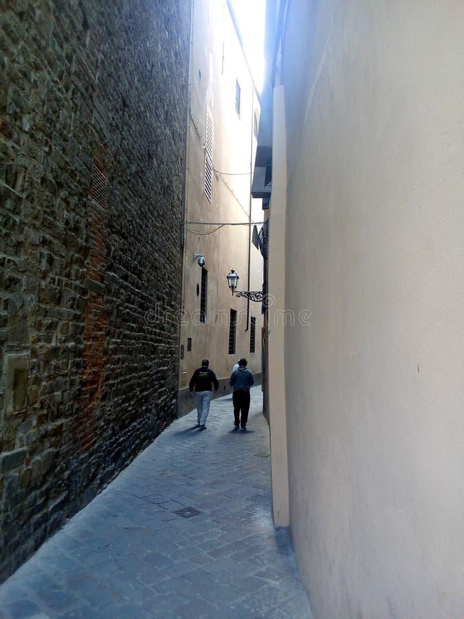 佛罗伦萨,意大利中世纪街道  狭窄作为峡谷 库存图片