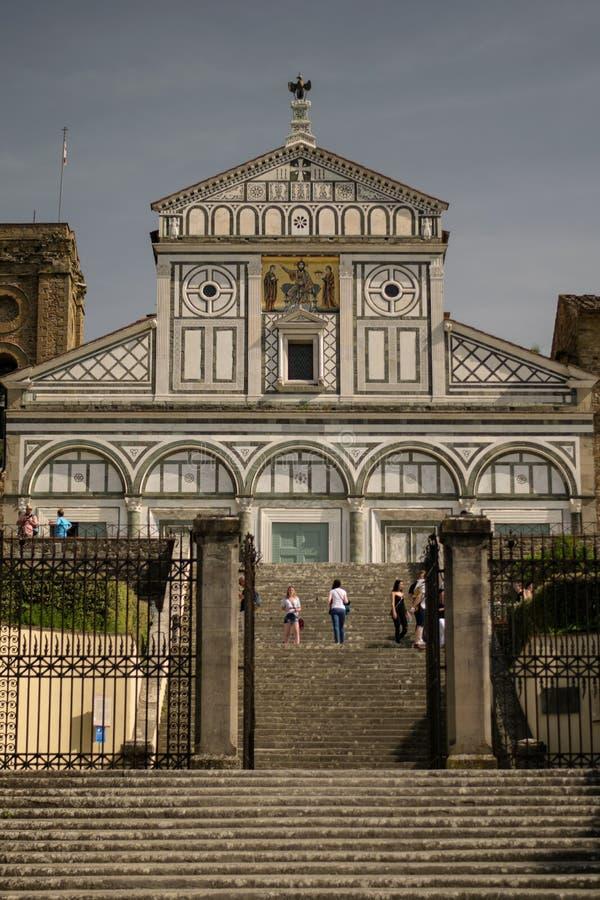 佛罗伦萨,意大利- 2018年4月24日, :对大教堂二圣米尼亚托Al Monte的台阶 库存照片