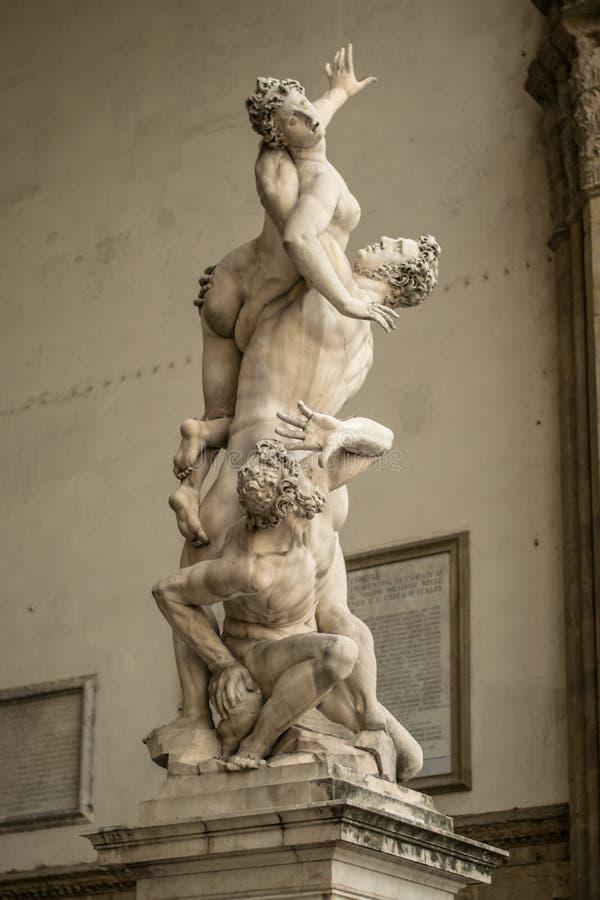 佛罗伦萨,意大利- 2018年4月23日, :雕象临近凉廊dei Lanzi 库存照片