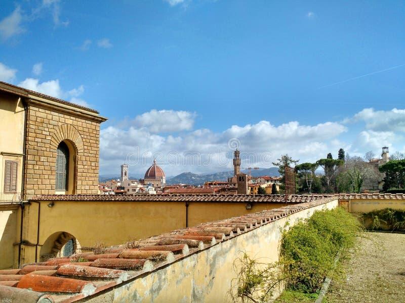 佛罗伦萨Iew从波波里庭院的,和中央寺院和旧宫可看见在背景中 库存图片