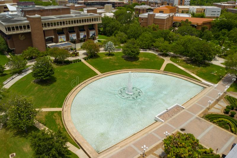 佛罗里达中部UCF空中照片反射的池塘大学  库存图片