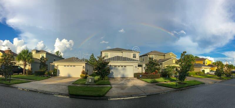 佛罗里达房子和彩虹全景  免版税库存照片