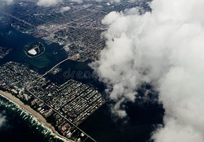 佛罗里达海岸鸟瞰图在飓风前的 免版税库存照片
